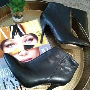 Steve Madden Shoes - Steve Madden Grrand leather ankle boots sz 7.5 Blk